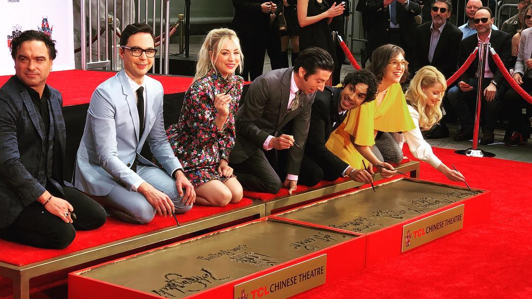 The Big Bang Theory   atores deixam marca na calçada da fama